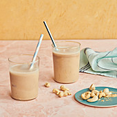 Banana and vanilla milkshakes