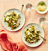 Courgette spaghettis with pesto and almonds