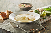 Cream of chickpea soup with ginger and lime