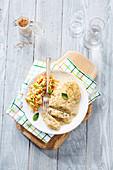 Schnitzel mit Sahnesauce und Gemüsebeilage