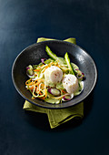 Thinly striped vegetables with asparagus and scallops
