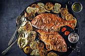 Gegrillte Fischplatte mit Artischocken und Zitronen (Omanische Küche)