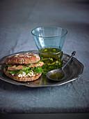Lachs-Burger mit Kräutern