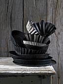 Verschiedene Kuchenformen, gestapelt