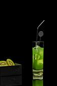 Ein grüner Kiwi-Cocktail