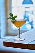 Ein Cocktail mit Minze