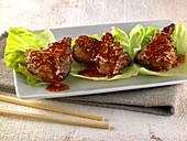 Schweinefleisch mit Sesam-Karamellsauce (Asien)
