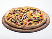Gemüsepizza mit Auberginen und Paprika