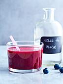 Rote-Bete-Saft mit Blaubeere und Rosenwasser