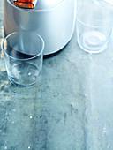 Gläser und Saft-Zentrifuge