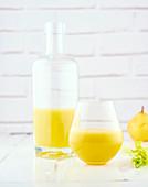 Selleriesaft mit Ananas, Orange und Birne