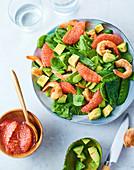 Spinatsalat mit Garnelen, Grapefruit und Avocado