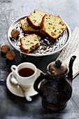 Kastenkuchen mit Walnüssen und confierten Zitrusfrüchten
