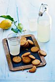 Zitronen-Shortbread dazu Zitronenlimonade