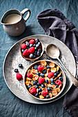 Mini-Pancake-Cerealien mit Beeren