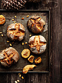 Small fig and pine nut Menroux breads