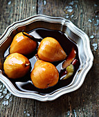 Stewed pears in spicy syrup