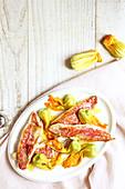Rotbarbe mit Zucchiniblüten