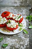 Tomaten gefüllt mit Mozzarella
