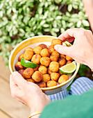 Acras de moru (frittierte Stockfischbällchen, Karibik)