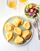 Panierter gebackener Livarot-Käse (Normandie)