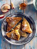 Süße Pfirsich-Bananen-Samosas