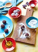 Chokokokokuri-Trüffel (Schokoladenkonfekt mit Kokos und Kurkuma)