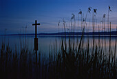 Cross of remembrance for King Ludwig II, Starnberger See, Upper Bavaria, Germany