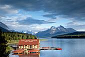 Boat house at Maligne Lake, Jasper National Park, Rocky Mountains, Alberta, Kanada