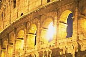 Detail des Kolosseums bei Nacht, Rom, Italien, Europa