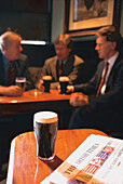 Glas Guinness, The Old Stand Pub Dublin, Ireland