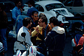Leute, jung, Piazza dei Martiti, Neapel, Kampanien Italien