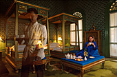 Frau und Ober Joseph Conrad, Suite, Oriental Hotel, Bangkok Thailand