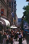 Sunday crowds, Pohjoisesplanadi, Helsinki, Finland