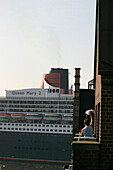 Waving to the Queen Mary 2, Hamburg