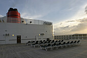 Queen Mary 2, Sundeck in the evening