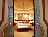 Bedroom in the grand duplex suite, Queen Mary 2, Cruise Ship