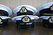 Queen Mary 2, Mate caps, Queen Mary 2, QM2 Bruecke, Offiziersmuetzen.