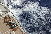 Queen Mary 2, Passengers on deck 07, Queen Mary 2, QM2 Passagiere auf deck 07. Buch S. 162
