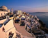 Dächer und Terrassen im Abendlicht, Thira, Santorin, Griechenland, Europa