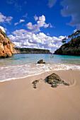 Küstenlandschaft und Sandstrand, Cala s'Amonia, Mallorca, Spanien