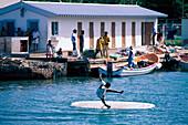 Junge auf Surfboard, Rodney Bay St. Lucia