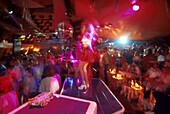 Vortaenzerin in Disco Pacha, Ibiza Stadt, Ibiza Balearen, Spanien