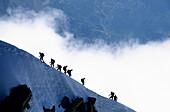 Alpinisten beim Aufstieg und Abstieg, Aiguille du Midi, Alpen, Frankreich