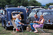 Picnic next to oldtimer cars, Northiam Steam and Country Fair, Northiam, East Sussex, England, Great Britain