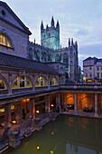 Roman Baths and Bath Abbey in the evening light, Bath, Somerset, England, Great Britain