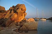 Segelyachten, Bucht von Murtoli, bei Sartene Korsika, Frankreich