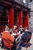 People in front of the pub The Last Drop, Grassmarket, Edinburgh, Scotland, Great Britain, Europe