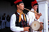 Two young men wearing traditional clothes playing traditional music, Folklore, Tanz, Musik, Sant Miquel, Ibiza Balearen, Spanien