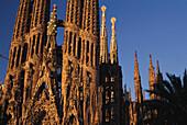 Nahaufnahme von Turmspitzen, La Sagrada Familia, von A. Gaudi, Barcelona, Katalonien, Spanien